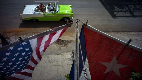 Banderas de EEUU y Cuba en La Habana (archivo) - Sputnik Mundo