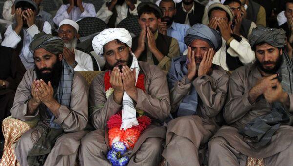 Ciudadanos afganos detenidos por militares estadounidenses en Jalalabad (archivo) - Sputnik Mundo