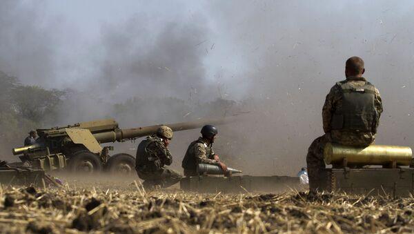 Soldados ucranianos durante los ejercicios cerca de la ciudad de Mariúpol - Sputnik Mundo