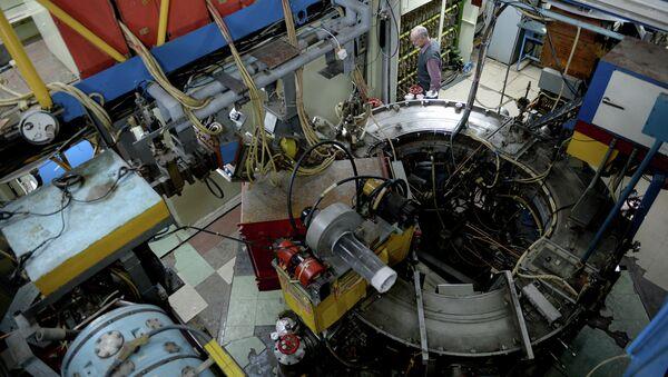Сolisionador de partículas en el Instituto de Física Nuclear en Novosibirsk - Sputnik Mundo