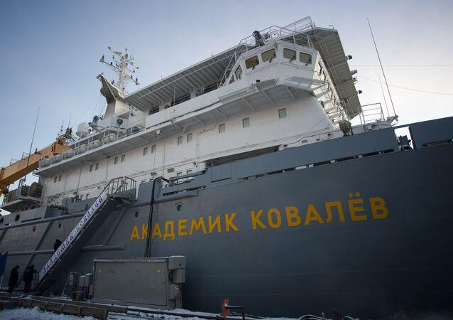 Carguero de armamento Akademik Kovaliov
