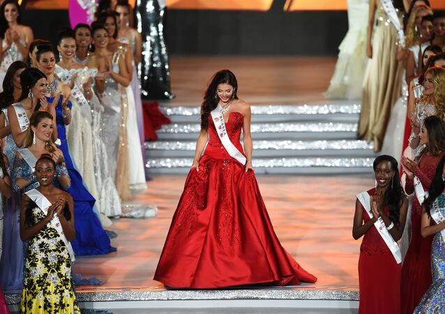 La rusa Sofia Nikitchuk durante el concurso Miss Mundo en Hainan, China