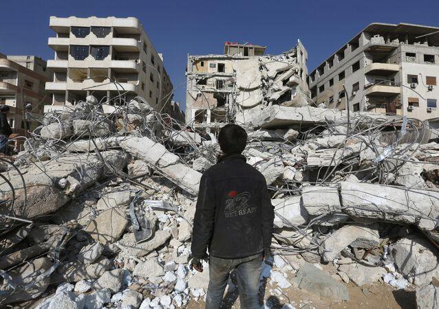 Consecuencias del bombardeo israelí en las afueras de Damasco