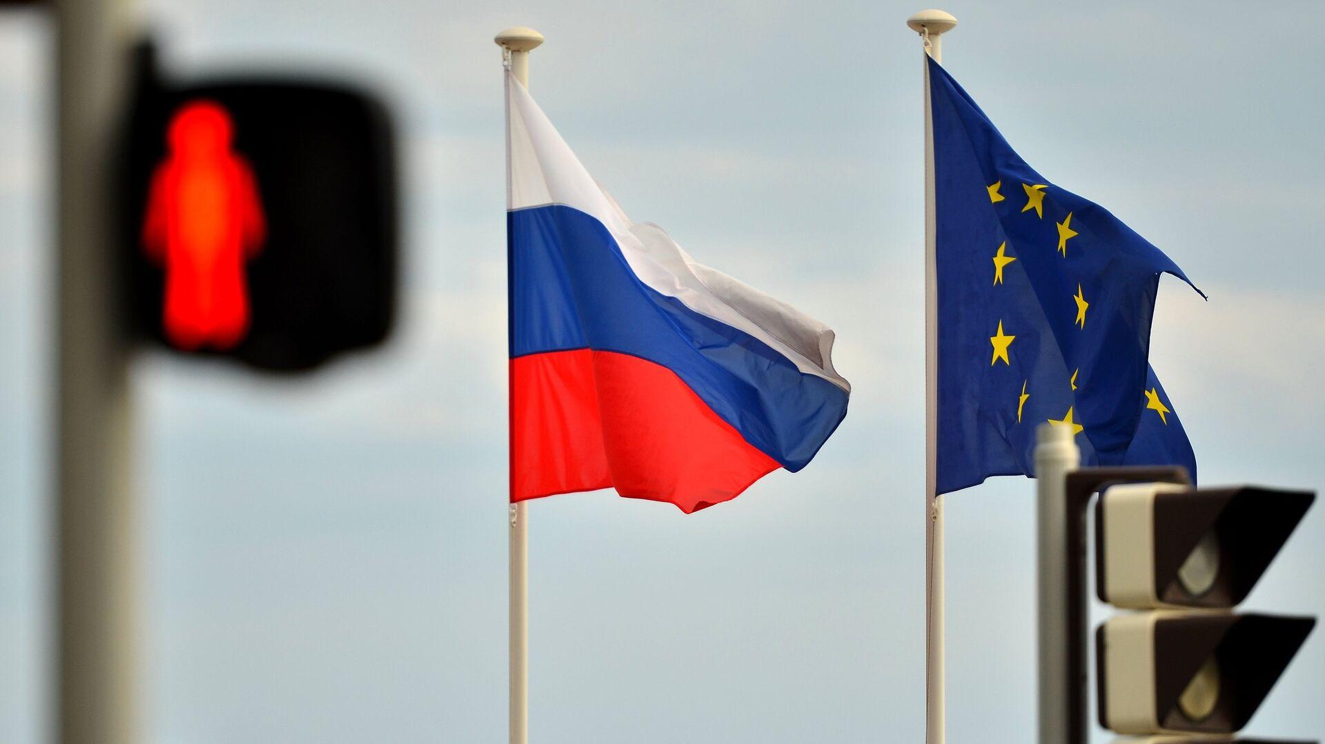 Banderas de Rusia y la UE - Sputnik Mundo, 1920, 29.04.2021
