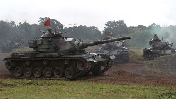 Taiwanese soldiers operate the US-made M60-A3 tanks during a military exercise in Hualien, Taiwan (File) - Sputnik Mundo