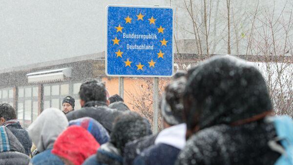 Flüchtlinge an der deutsch-österreichischen Grenze bei Wegscheid - Sputnik Mundo