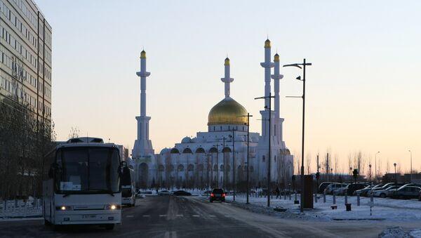 Mezquita Nur Astaná en la capital de Kazajistán - Sputnik Mundo