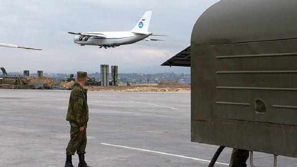 Militares rusos en la base aérea siria de Hmeimim - Sputnik Mundo