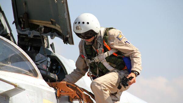 Piloto ruso en la base aérea de Hmeymim en Siria - Sputnik Mundo