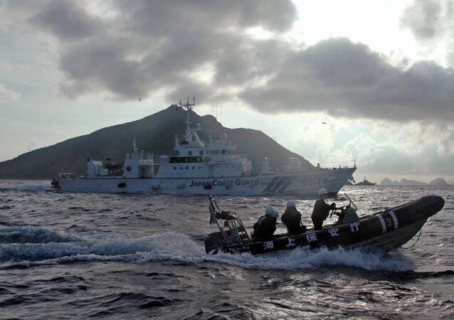 Guarda costas de Japón cerca de las islas Senkaku (Diaoyu) (archivo)