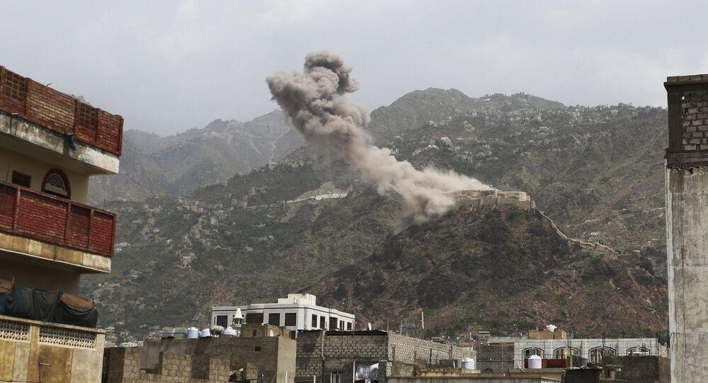 El humo sobre un pueblo de Yemen