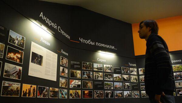 Homenaje a Andréi Stenin en la agencia Rossiya Segodnya - Sputnik Mundo
