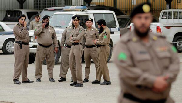 Policías de Arabia Saudí (archivo) - Sputnik Mundo