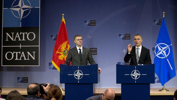 Igor Luksic, ministro de Asuntos Exteriores de Montenegro, y Jens Stoltenberg, secretario general de la OTAN - Sputnik Mundo