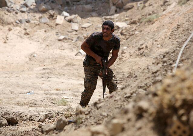 Miembro de las Fuerzas de la Movilización Popular en Irak