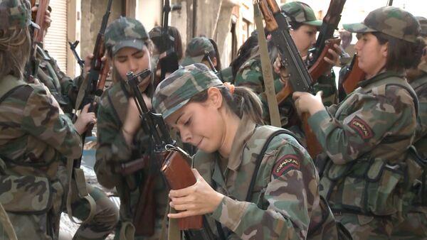 Batallón femenino en Siria: milicianas aprenden a luchar contra Daesh - Sputnik Mundo