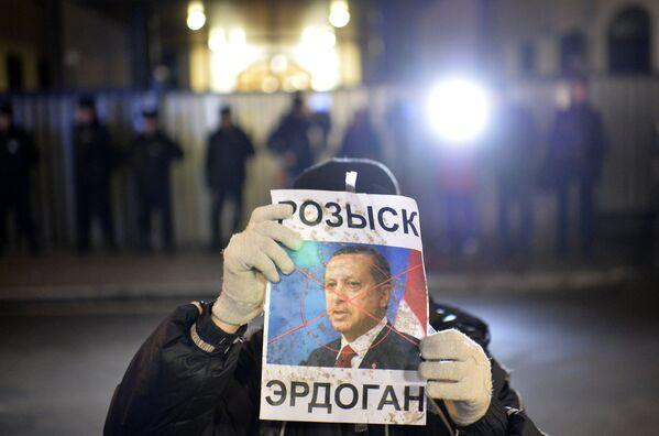 Акция протеста проходит у здания посольства Турции в Москве - Sputnik Mundo
