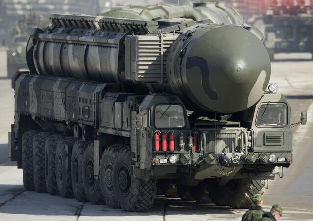 Misil balístico intercontinental de base móvil ruso Topol-M