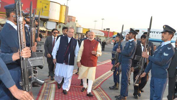 Primer ministro de Pakistán, Nawaz Sharif, y so homólogo indio, Narendra Modi - Sputnik Mundo