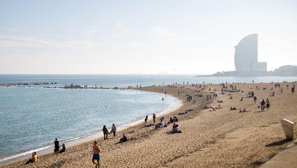 Playa en Barcelona - Sputnik Mundo
