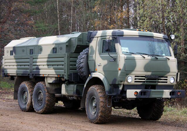 Un camión Kamaz-5350