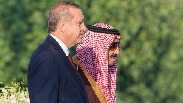 Presidente de Turquía, Recep Tayyip Erdogan, y rey de Arabia Saudí, Salmán bin Abdulaziz - Sputnik Mundo