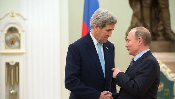 Secretario de Estado de EEUU, John Kerry y presidente de Rusia, Vladímir Putin (archivo) - Sputnik Mundo