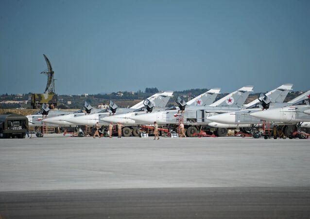 Cazas rusos en la base aérea de Hmeymim en Siria