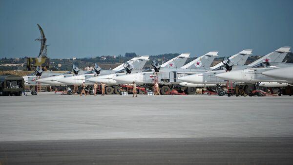 Cazas rusos en la base aérea de Hmeymim en Siria - Sputnik Mundo