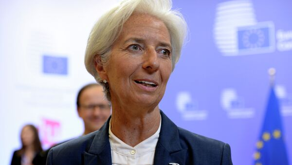 International Monetary Fund's (IMF) Managing Director Christine Lagarde talks to the media at the end of an Eurozone Summit over the Greek debt crisis in Brussels on July 13, 2015 - Sputnik Mundo
