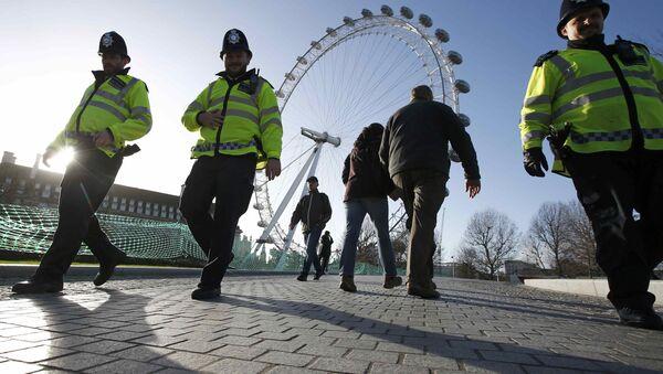Londres desplegará 3.000 policías armados para garantizar la seguridad de la Nochevieja - Sputnik Mundo
