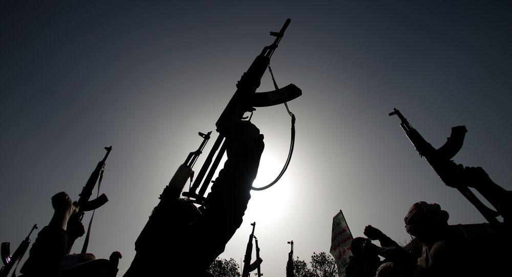 Los hutíes protestan contra los ataques aéreos de Arabia Saudí en Yemen (archivo)