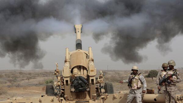 Artillería de la coalición de países del golfo Pérsico y de África del Norte, encabezada por Arabia Saudí - Sputnik Mundo