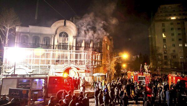Disturbios en Irán contra la embajada saudita trás la ejecución del clérigo en Arabia Saudí - Sputnik Mundo