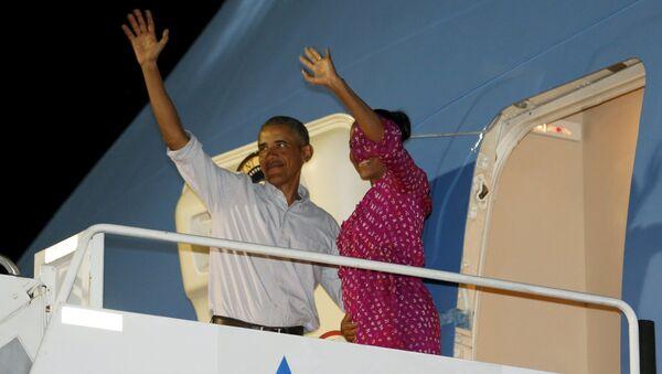 Barack Obama, presidente de EEUU, con la primera dama Michelle Obama - Sputnik Mundo