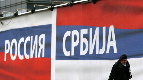 Pancarta Serbia Rusia en Belgrado - Sputnik Mundo