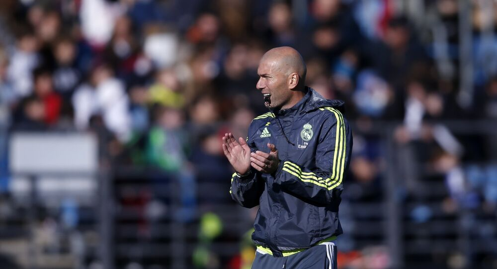 Zinedine Zidane durante el primer entrenamiento con el Real Madrid