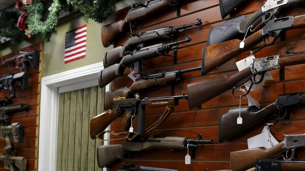 Firearms are shown for sale at the AO Sword gun store in El Cajon, California - Sputnik Mundo