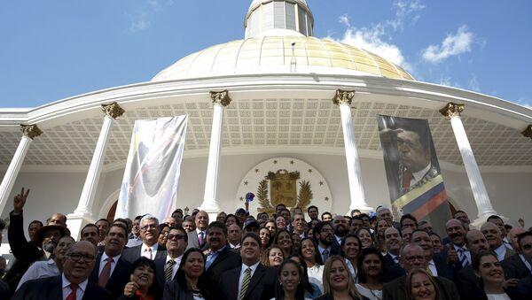 Diputados de MUD frente de Asamblea Nacional - Sputnik Mundo