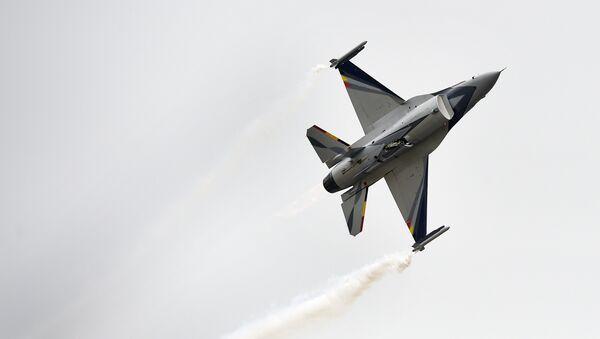 Caza F-16 de las Fuerzas Aéras de Bélgica - Sputnik Mundo