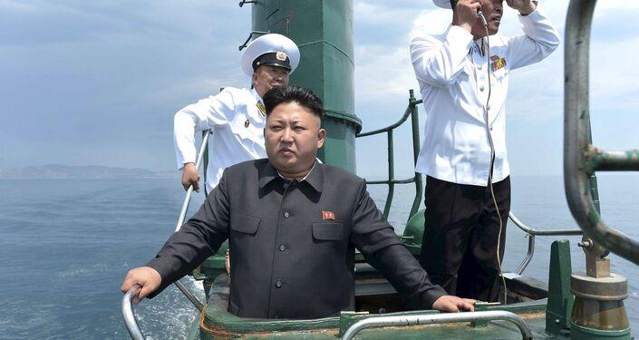 Kim Jong-un, líder de Corea del Norte, visita un submarino del Ejército Popular del país (Archivo)