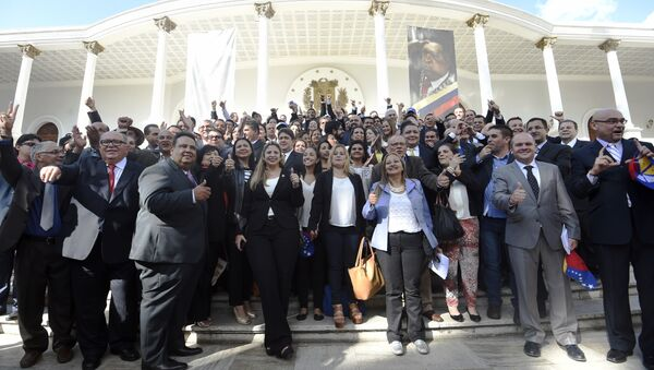 A group of Venezuelan opposition deputies pose in front of the parliament the day of their installation in Caracas, on January 5, 2016. - Sputnik Mundo