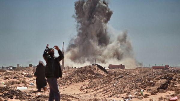 Bombardeos de una ciudad en Libia - Sputnik Mundo