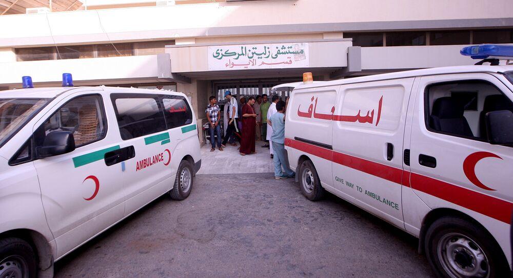 Ambulancias afuera del hospital en Zliten, a 160 km de Trípoli. 2011