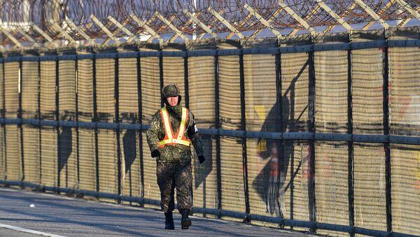 Militar surcoreano en la frontera - Sputnik Mundo