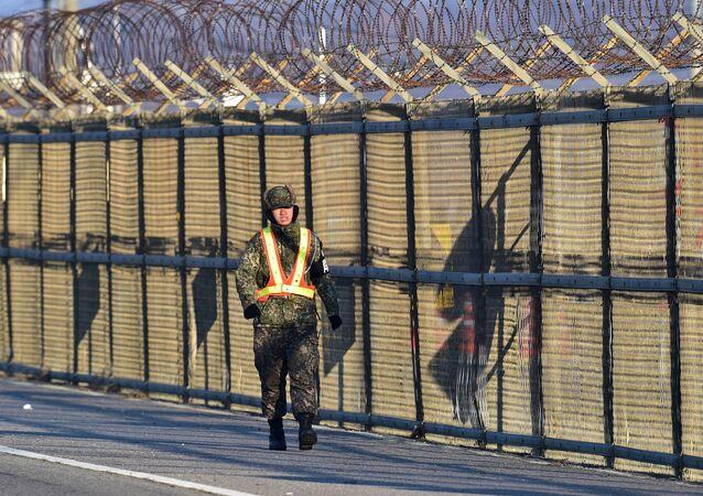 Militar surcoreano en la frontera