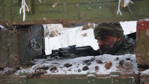 Un militar de Donbás - Sputnik Mundo