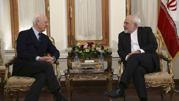 Enviado especial de la ONU en Siria, Staffan de Mistura, y ministro de Exteriores de Irán, Javad Zarif - Sputnik Mundo