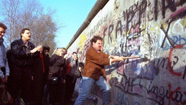La caída del muro de Berlín en 1989 - Sputnik Mundo
