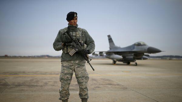 Un militar estadounidense en la base aérea de Osan, Corea del Sur - Sputnik Mundo